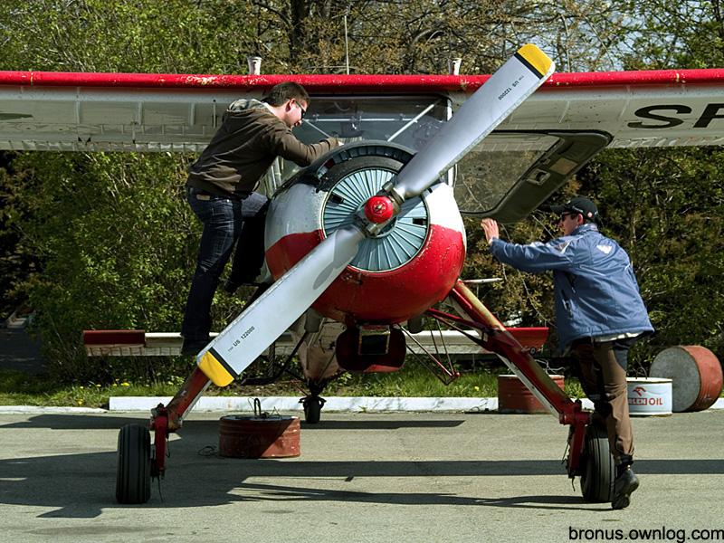 Samolot na lotnisku w Aleksandrowicach